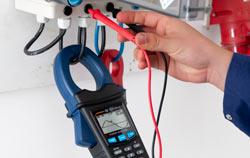 3 Phasen Energiemessgerät PCE-GPA 50 in der Anwendung.