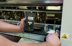 EMF Testgerät in der Anwendung.