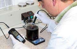 PCE kontaktierender Temperaturmesser bei einer Anwendung.