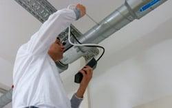 Windmesser PCE-HVAC 2  mit Pitot-Rohre in der Anwendung.
