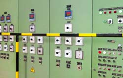 Temperaturregler bei der Anwendung in der Maschinenüberwachung.