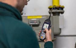 Detector de gás em uso em um sistema de aquecimento a gás.