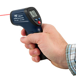 Digital Thermometer PCE-777N in hand