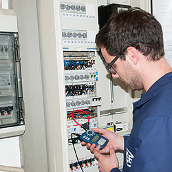 Electrical tester PCE-CM 4 application