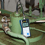 Condition Monitoring Vibration Meter PCE-VT 2700 in Use