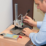 Material Tester PCE-5000 In Use